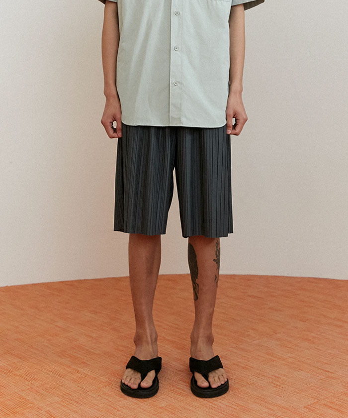 PLEATED SHORTS[KHAKI]